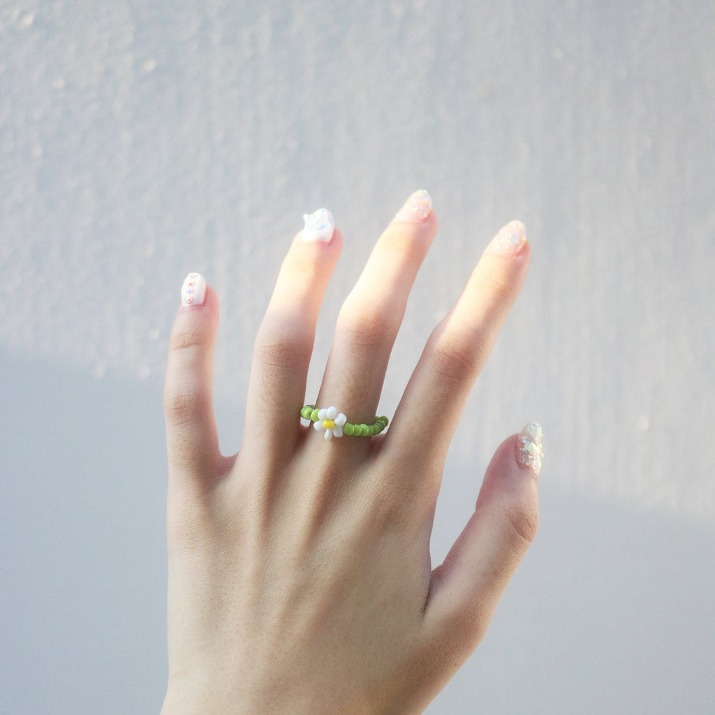 Daisy Beaded Ring (White/Green)