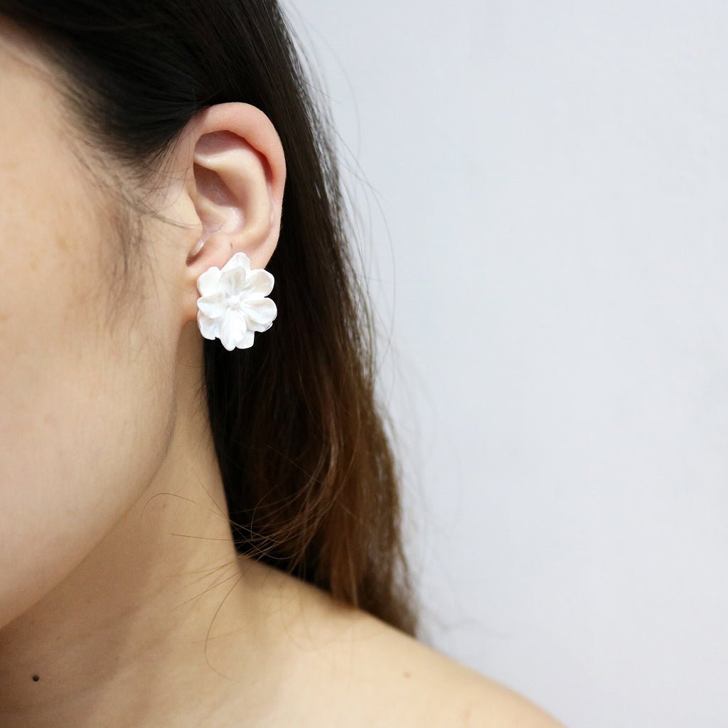 Carnation Studs in Blanco