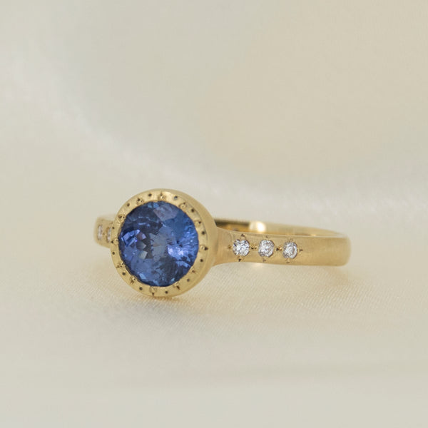 ETCHED ROUND SAPPHIRE RING