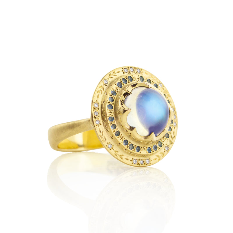 ENGRAVED ROUND MOONSTONE RING