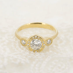 HORIZON THREE STONE RING