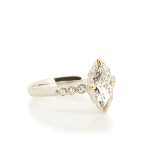 WHITE GOLD MARQUISE DIAMOND RING