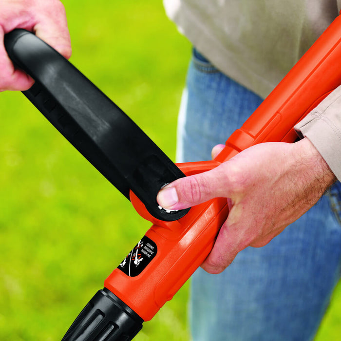 fore grip of the Black and Decker LST300 String Trimmer