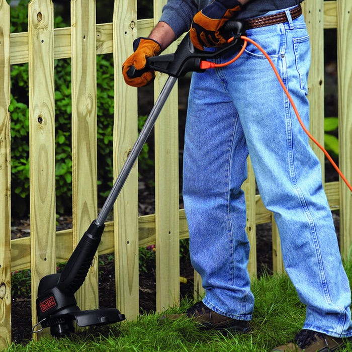 man suing the Black and Decker ST4500 Electric String Trimmer
