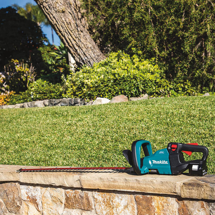 Makita XHU08T 18 Volt 30 Inch 5.0Ah LXT Lithium-Ion Brushless Hedge Trimmer Kit