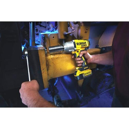 DeWALT DCF899P1 20-Volt MAX 1/2-Inch 3-Speed Brushless Impact Wrench Kit