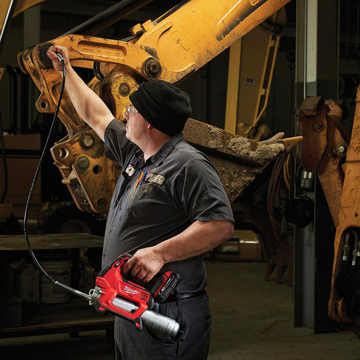 Milwaukee 2446-21XC M12 12-Volt 14-Inch Lithium-Ion Grease Gun Kit