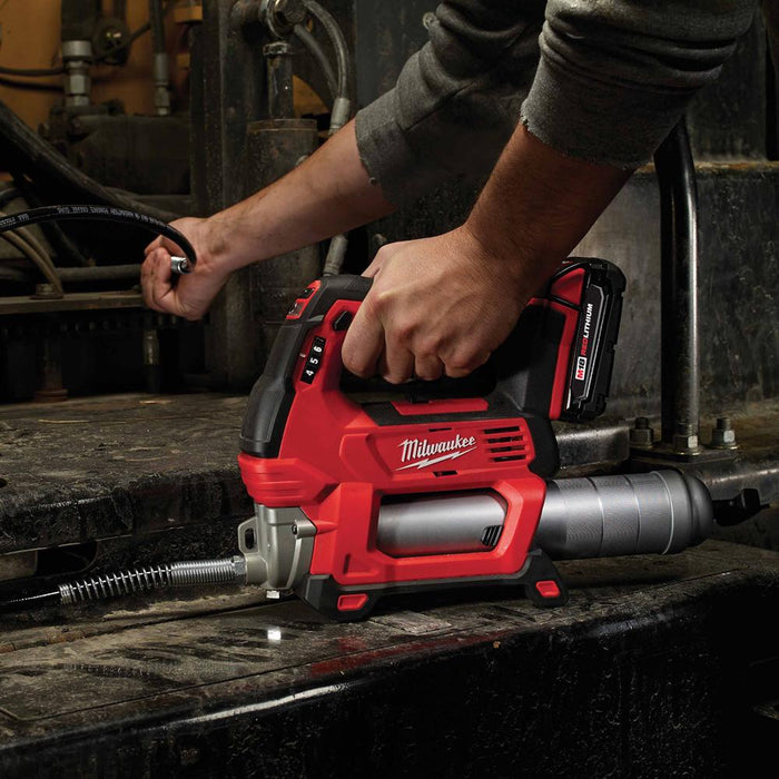 Milwaukee 2646-21CT M18 18V 2-Speed 48-Inch Hose Grease Gun w/ Battery