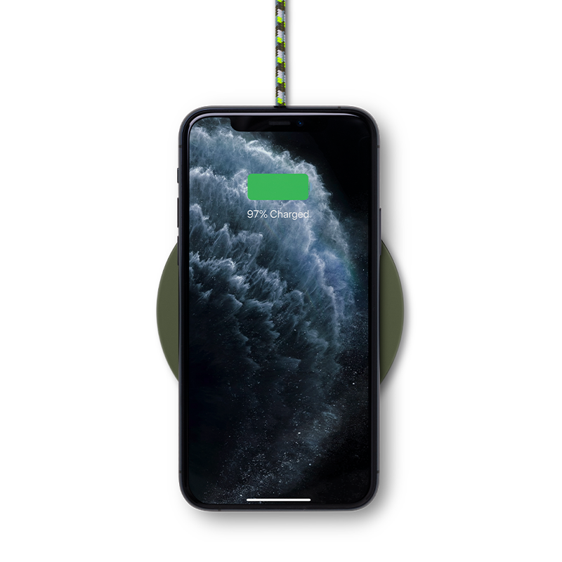 __sku:DROP-GRN-FB-MK;Drop Wireless Charger (Maison Kitsuné Edition)