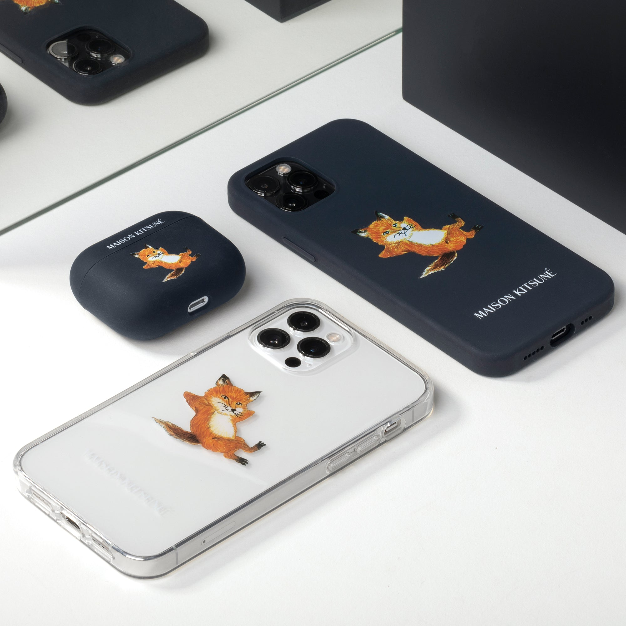 34480260120715,34480260153483,Chillax Fox Case (iPhone 12 Mini)