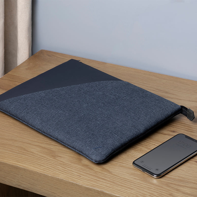 "34253252264075,34253252296843,Stow Sleeve for MacBook (16"")"