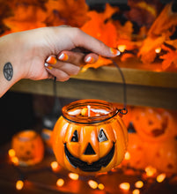 Load image into Gallery viewer, Jack-O'-Lantern Candy Bucket Candle
