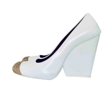 Load image into Gallery viewer, Céline Triangle Heel, size 38,5