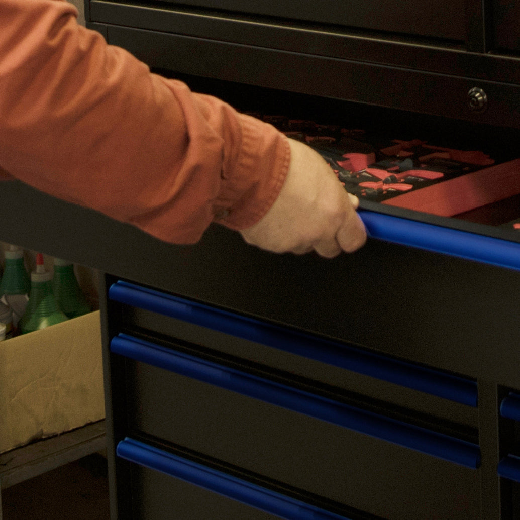 Tool Chest and Cabinet: Aluminum drawer pulls