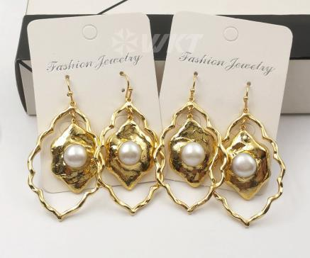 WT-E534 Women Earring Jewelry Natural Freshwater Pearl Earring Floral Shape Gold Electroplated Earring White Pearl Earring Jewel - Flairsuite Jewels