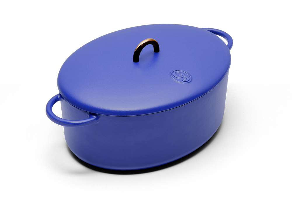 Enameled cast-iron Dutch oven in blueberry blue - main