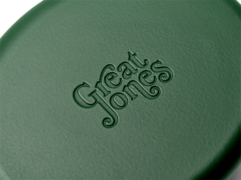 Enameled cast-iron Dutch oven in broccoli green - logo close-up