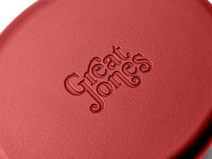 Enameled cast-iron Dutch oven in marinara red - logo close-up