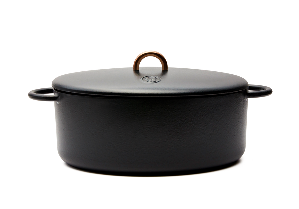 Enameled cast-iron Dutch oven in pepper black - side view with lid