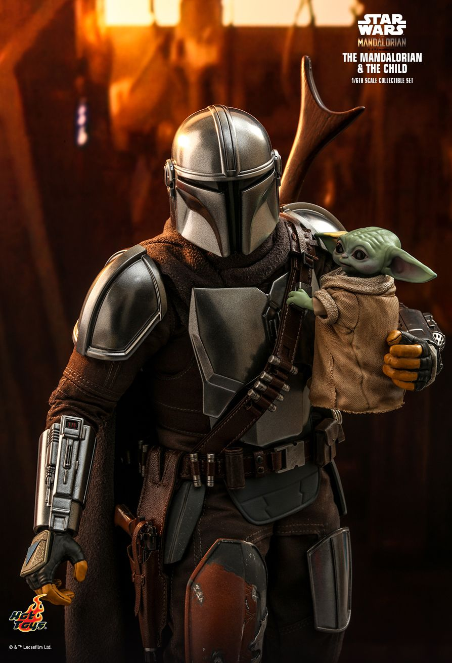 Hot Toys The Mandalorian and Child sixth scale figure