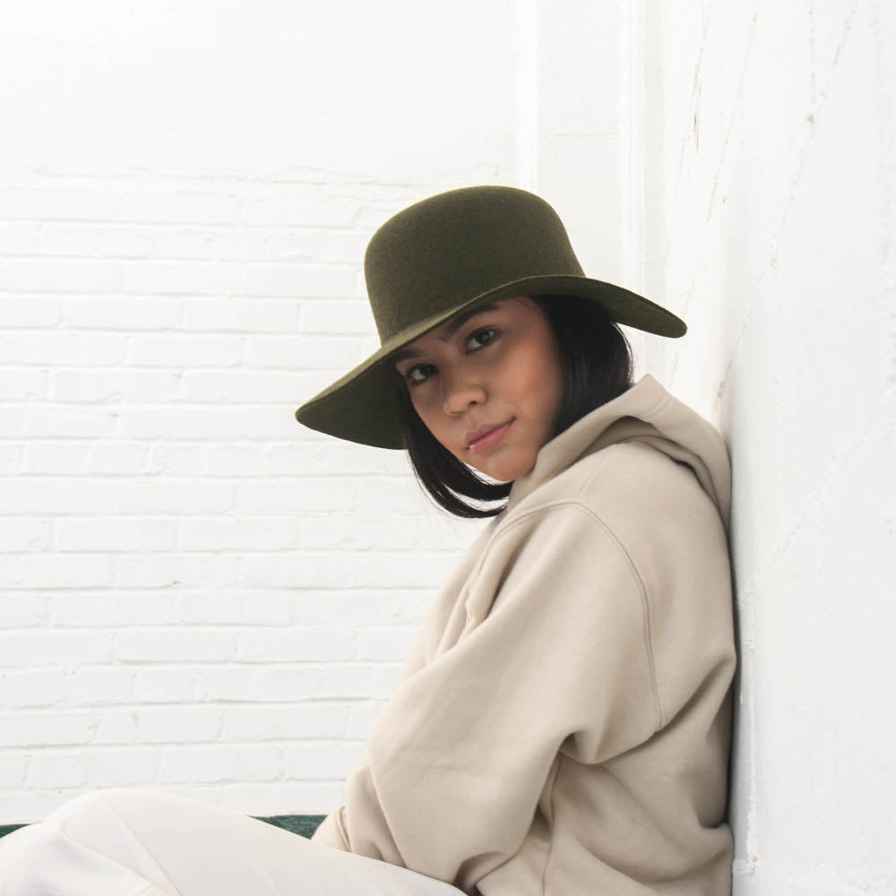 The Cropped Hat Cabrera with a hoodie, in this Camille Côté photoshoot.