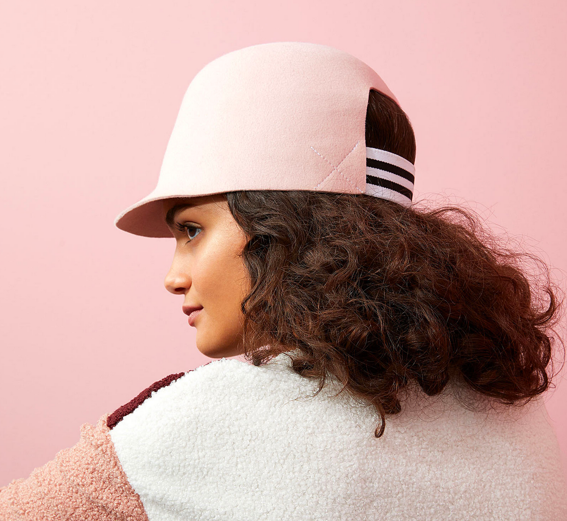 Curly hair model wearing biggie hat from croppedhat company @croppedhat