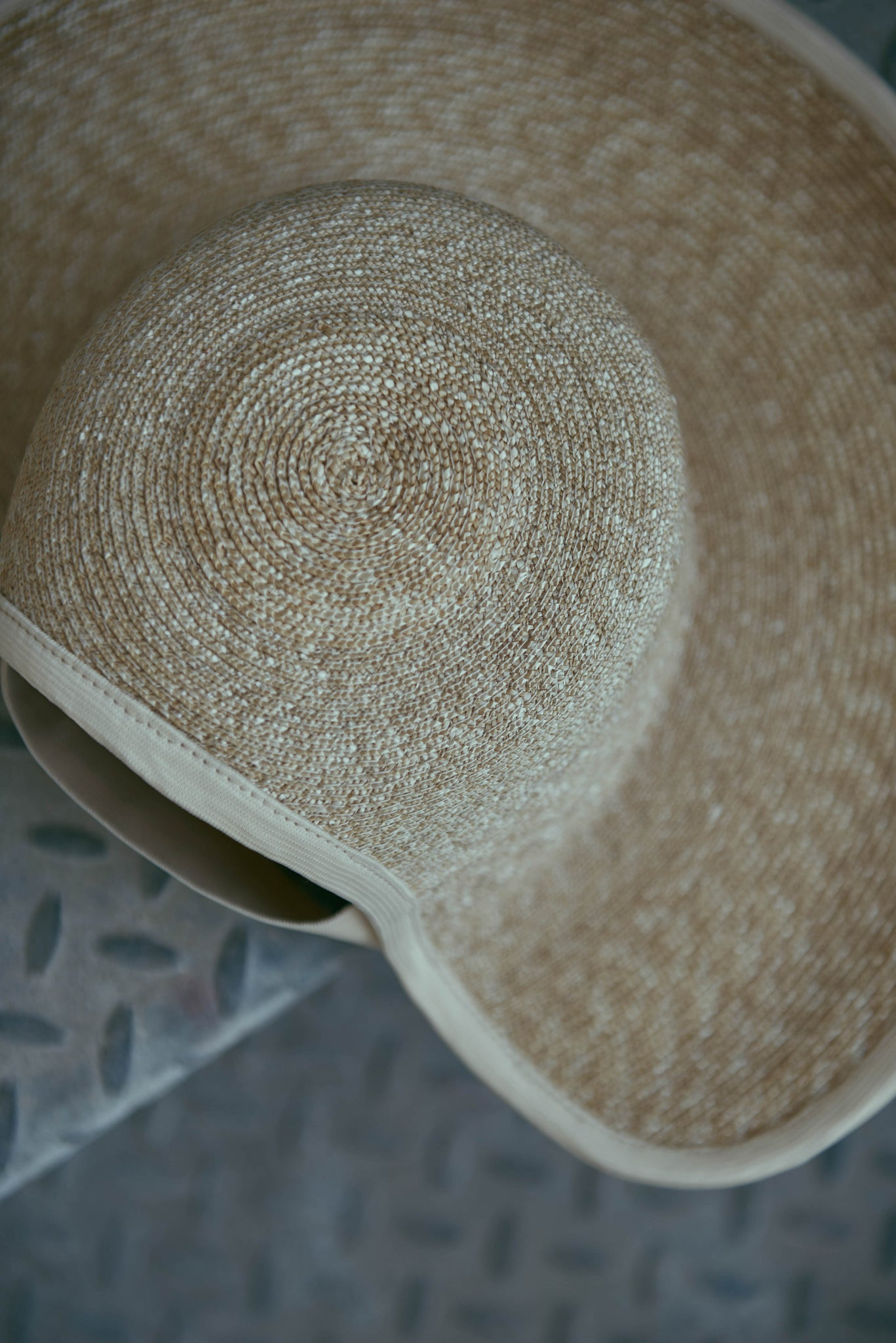 The details of the straw on the Jasmine SS19 hat.