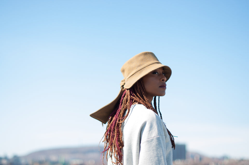 The model with braids wear the FIFTY bucket hat from Camille Côté's collection.
