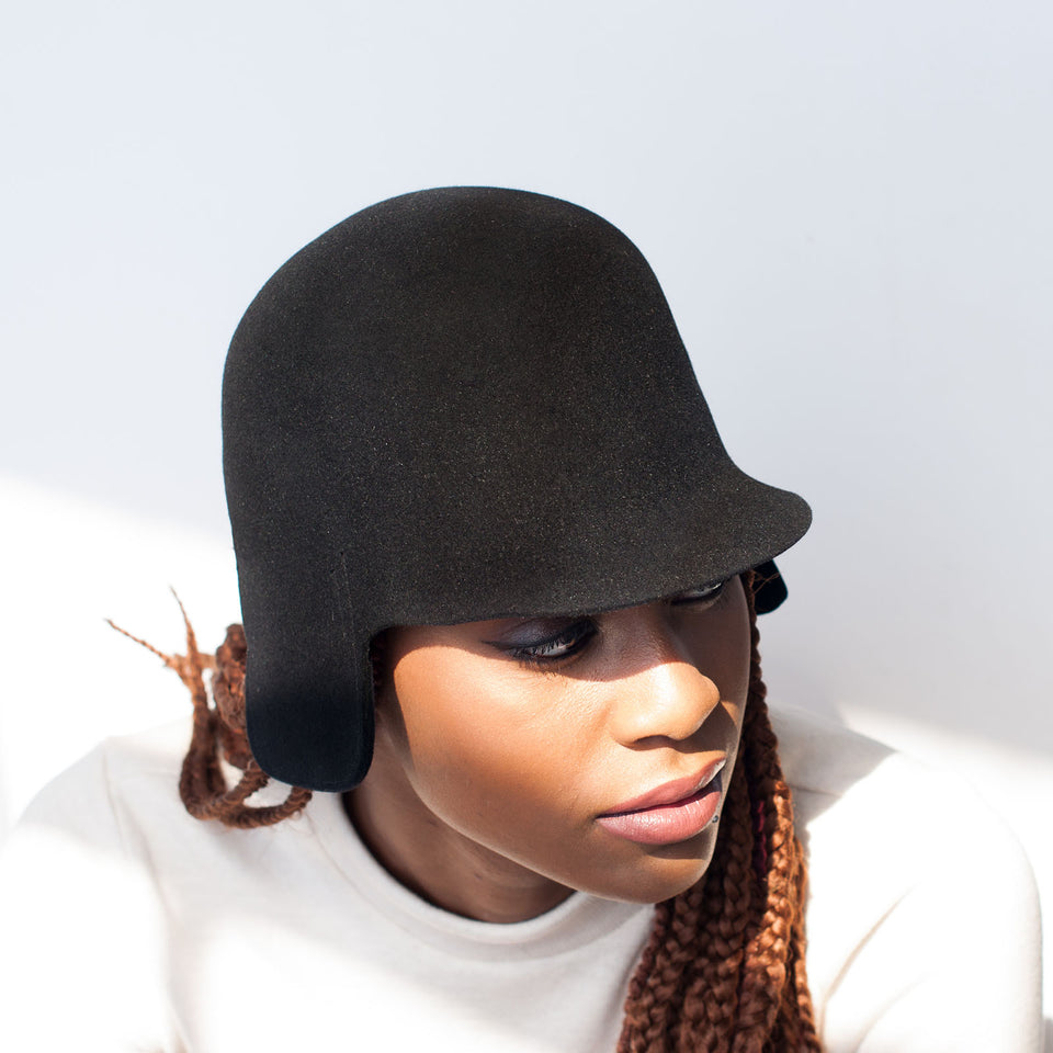 The model wear the BABE hat for braided hair.