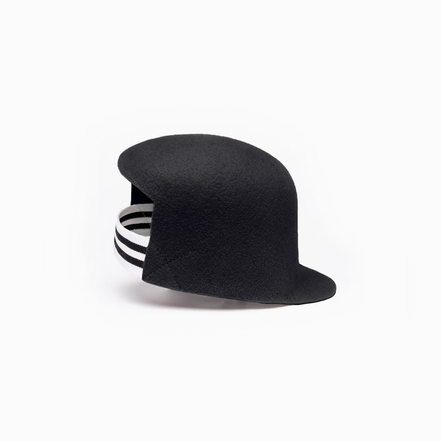 The hat BIGGIE in black from Camille Côté 2018 fall-winter collection.