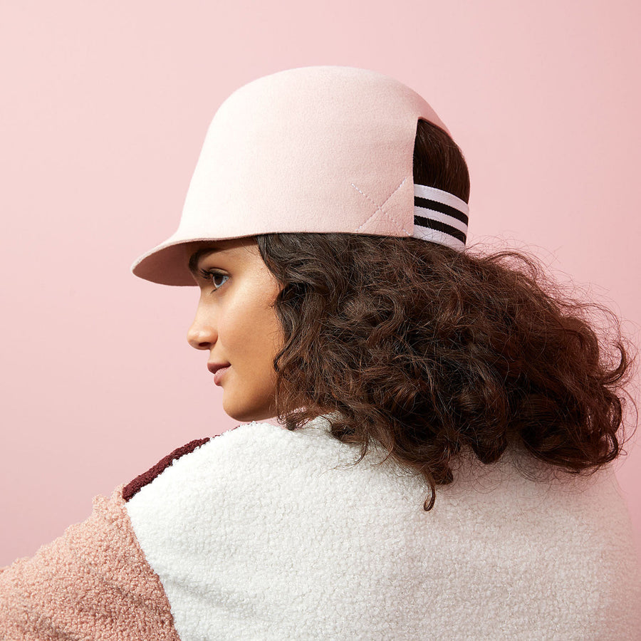 The curly hair model wear the cropped cap BIGGIE in pink color.