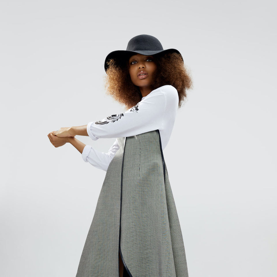 Natural hair model wearing the Cropped Hat™.