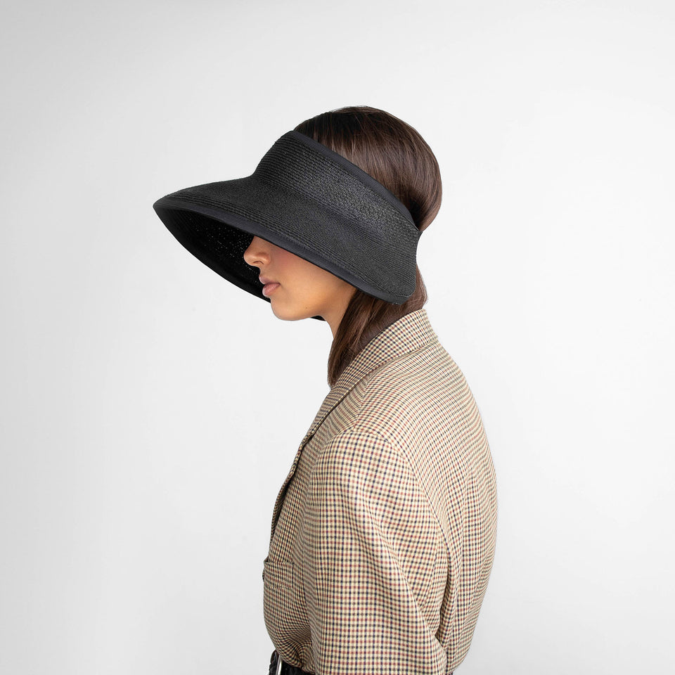 The straight hair model wear black straw hat BRIGITTE