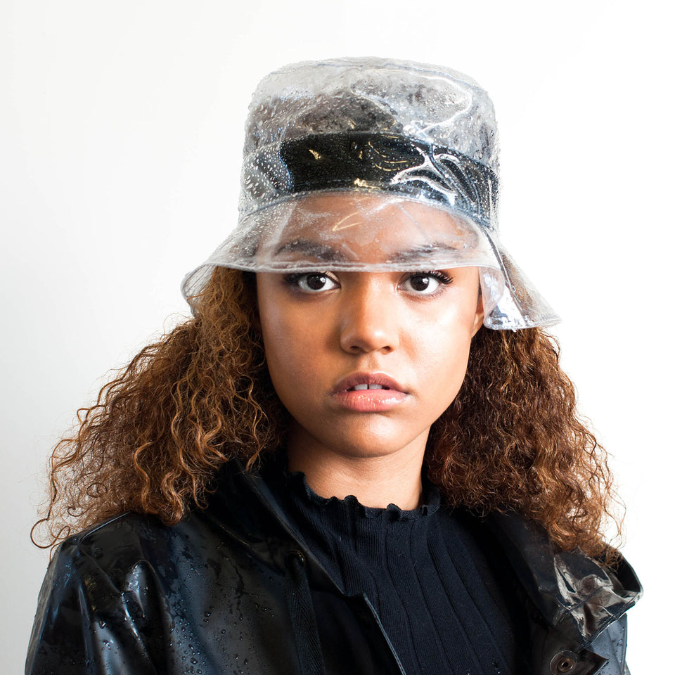 The natural hair model wear Camille Côté buckey hat style.