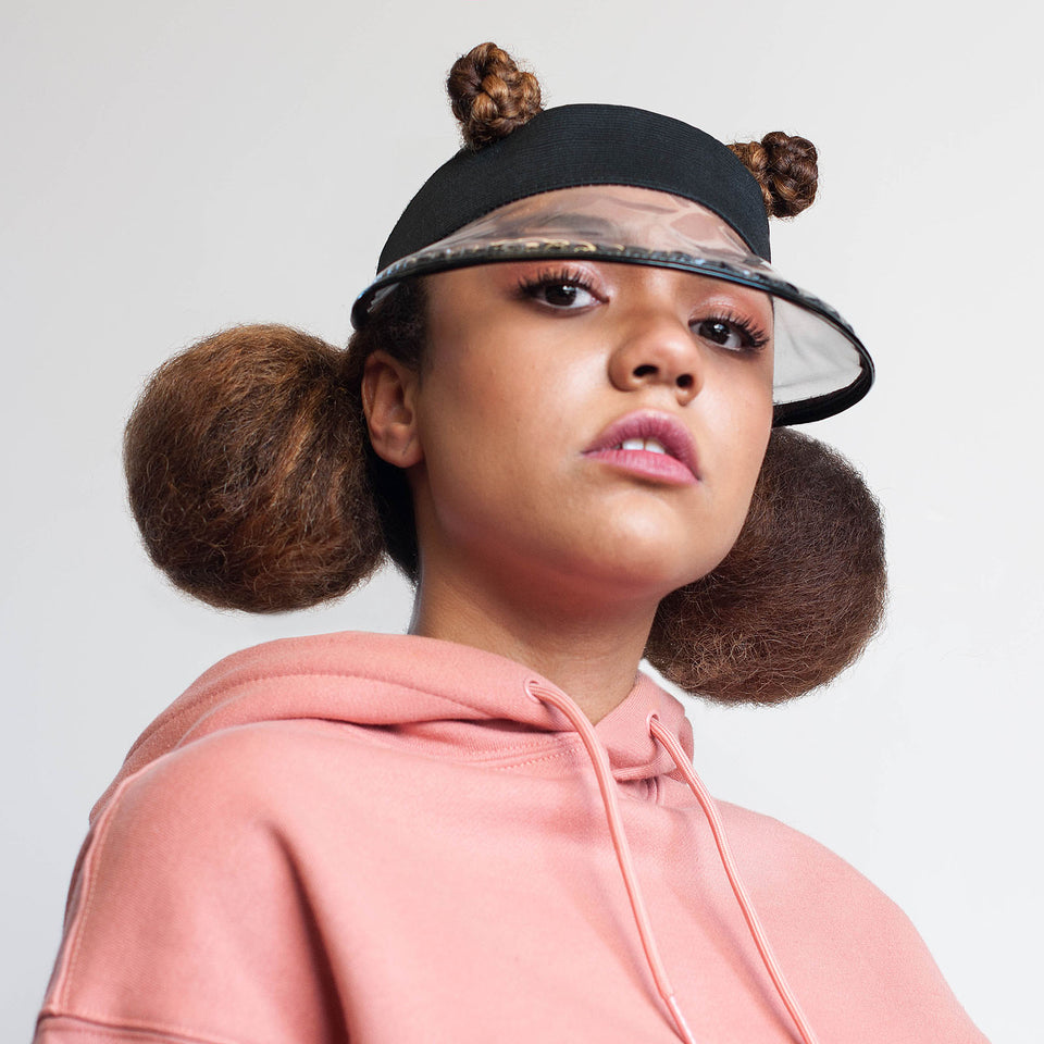 The clear visor, 2018 hats campain, weared by a natural hair model.
