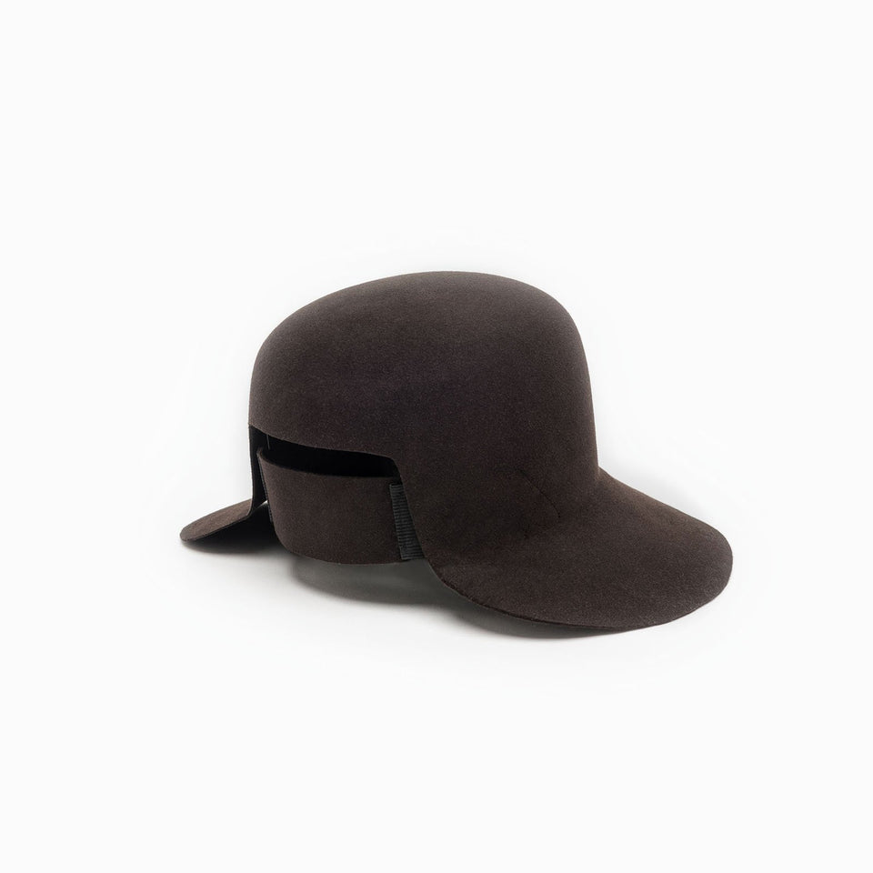 The wide brim felt hat Dean, by Camille Côté, is available in brown color.
