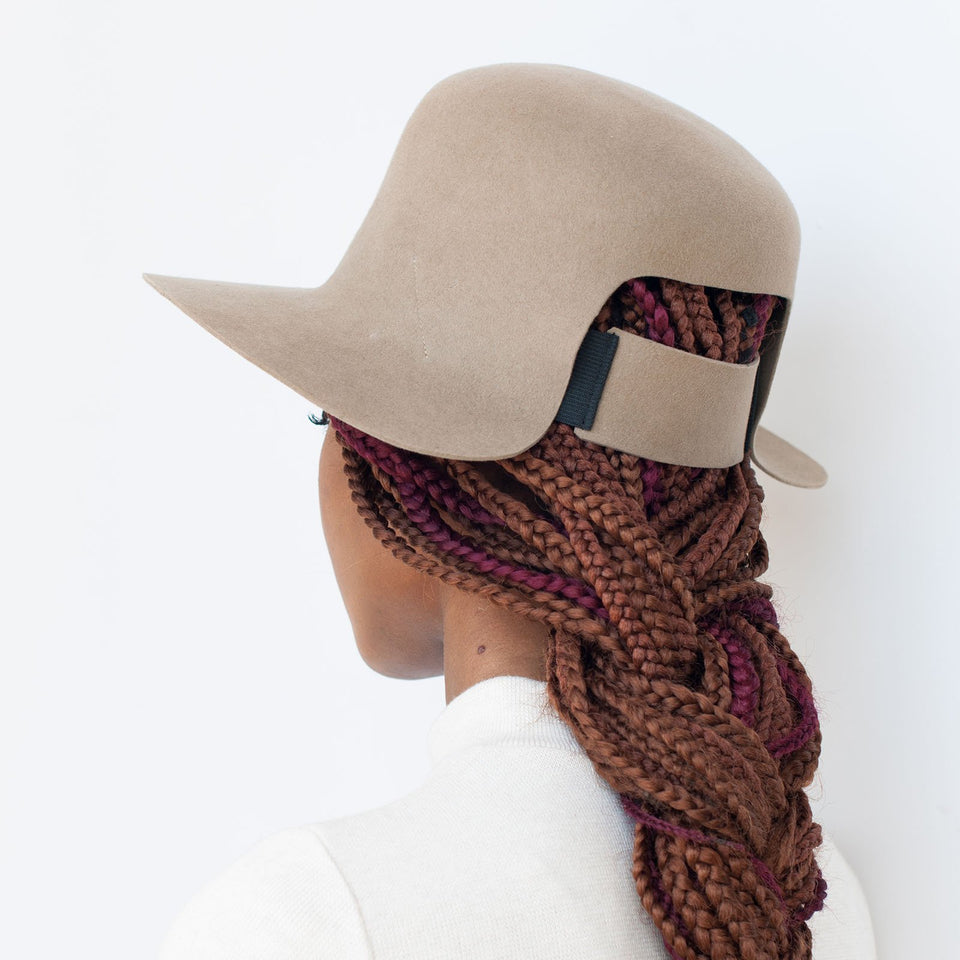 An elastic band is integrated at the back of the Dean hat to fits braided hair.
