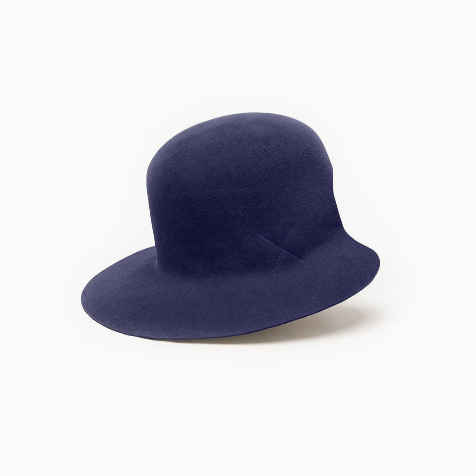 100% felt wide brim hat Dean is available in navy.