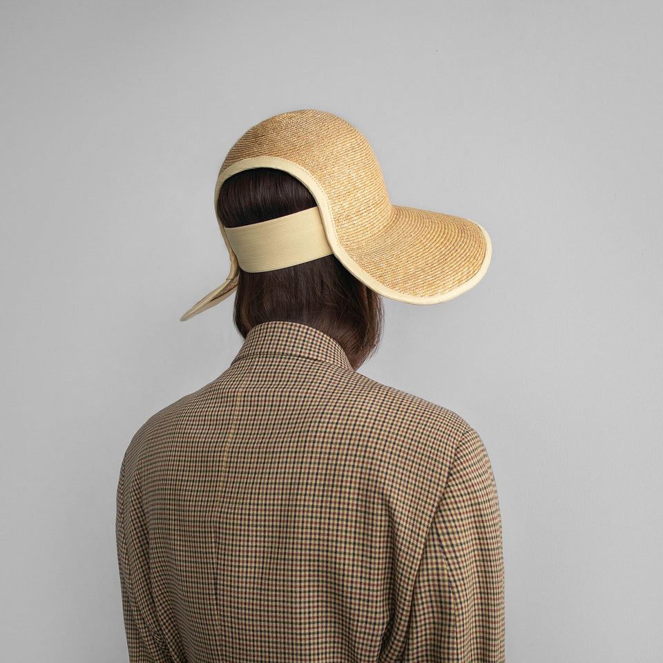 The Cropped Hat™ Jasmine by Camille Côté is weared by the model.
