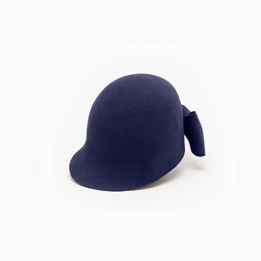 The front view of Jeanne, a felt navy riding cap by Camille Côté.