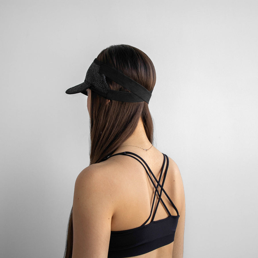 The Marion black visor elastic offer a great support for the head.