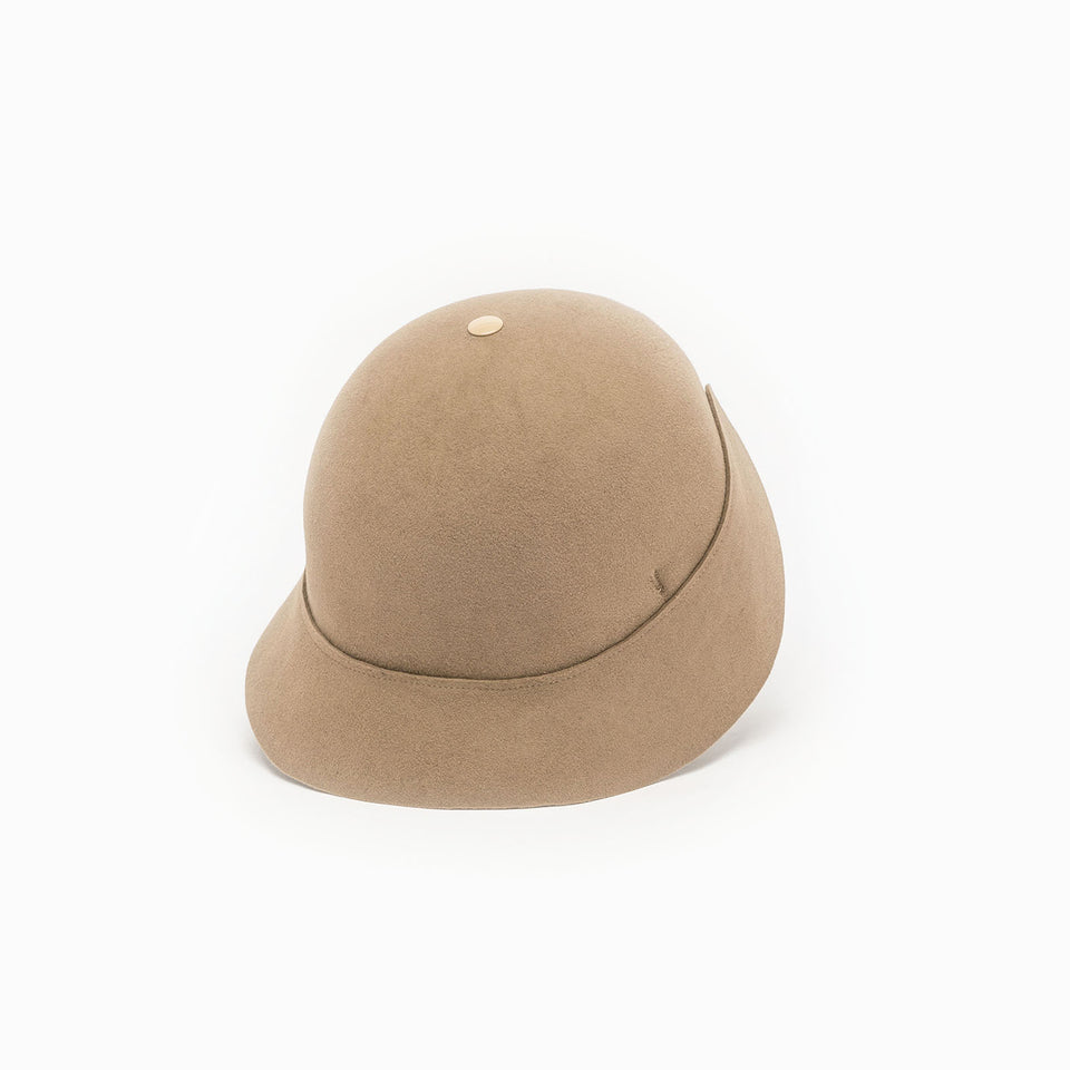 BOBBY is a cloche style hat, available in beige on Camille Côté online store.