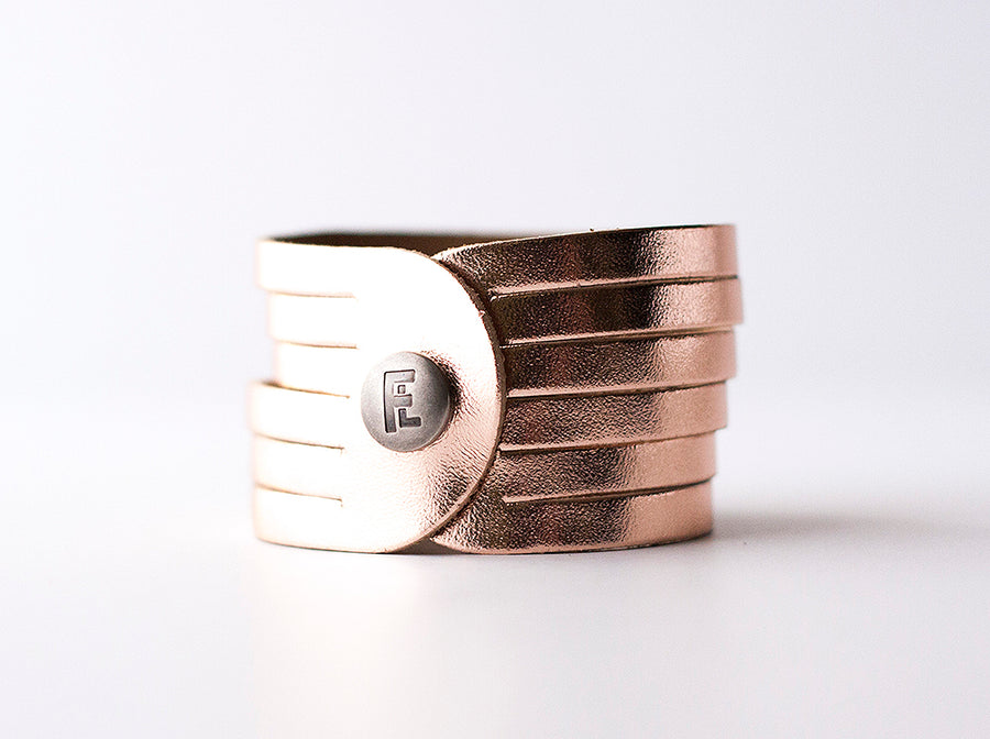 Leather Bracelet / Original Sliced Cuff / Rosegold Metallic / Extra Large