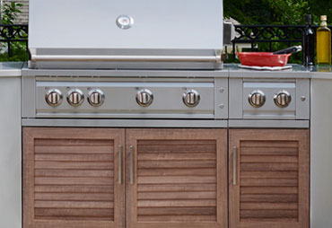 Outdoor Kitchens and Grills
