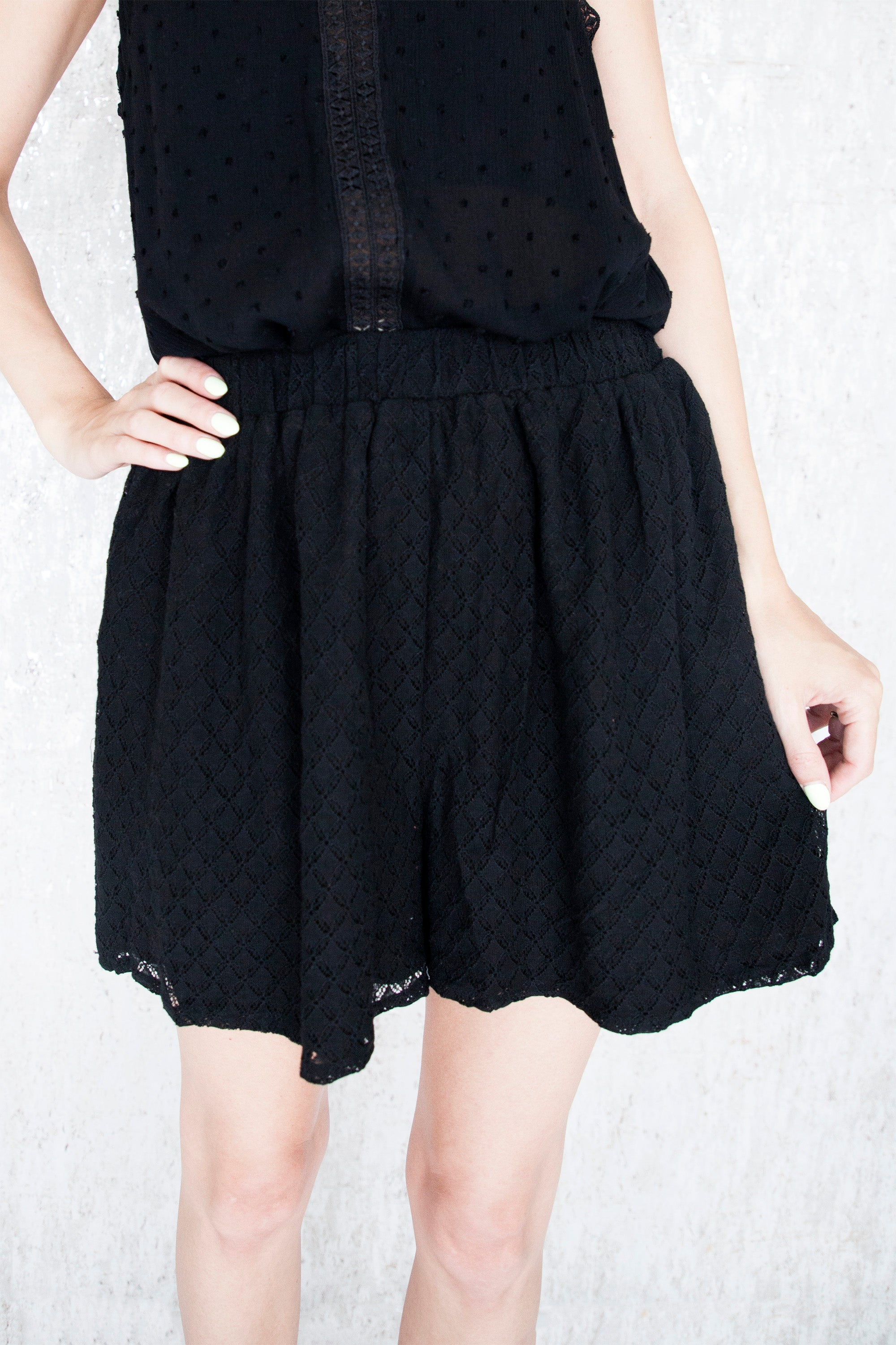 Make It Short Lace Black - Short