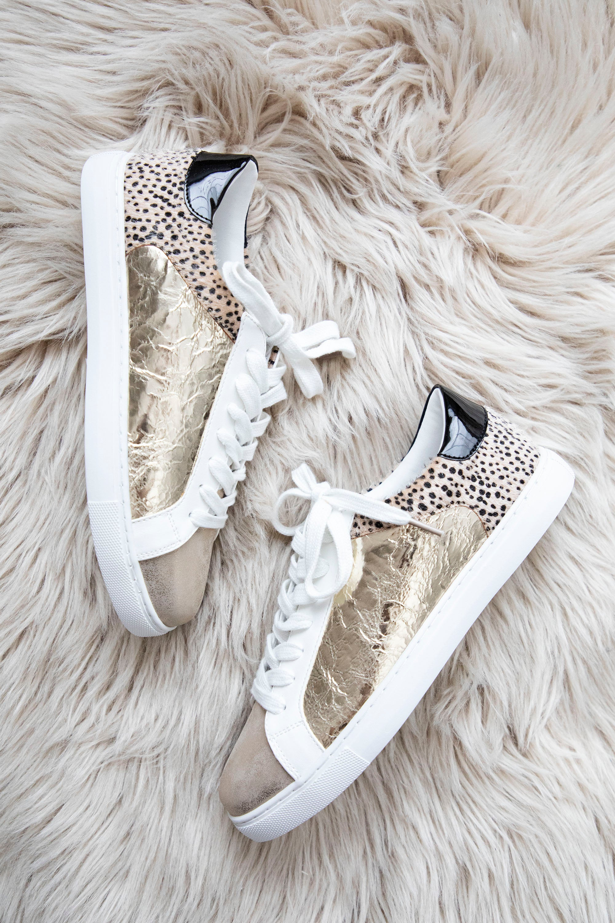 Take A Walk With Me Gold/Small Leo - Sneakers