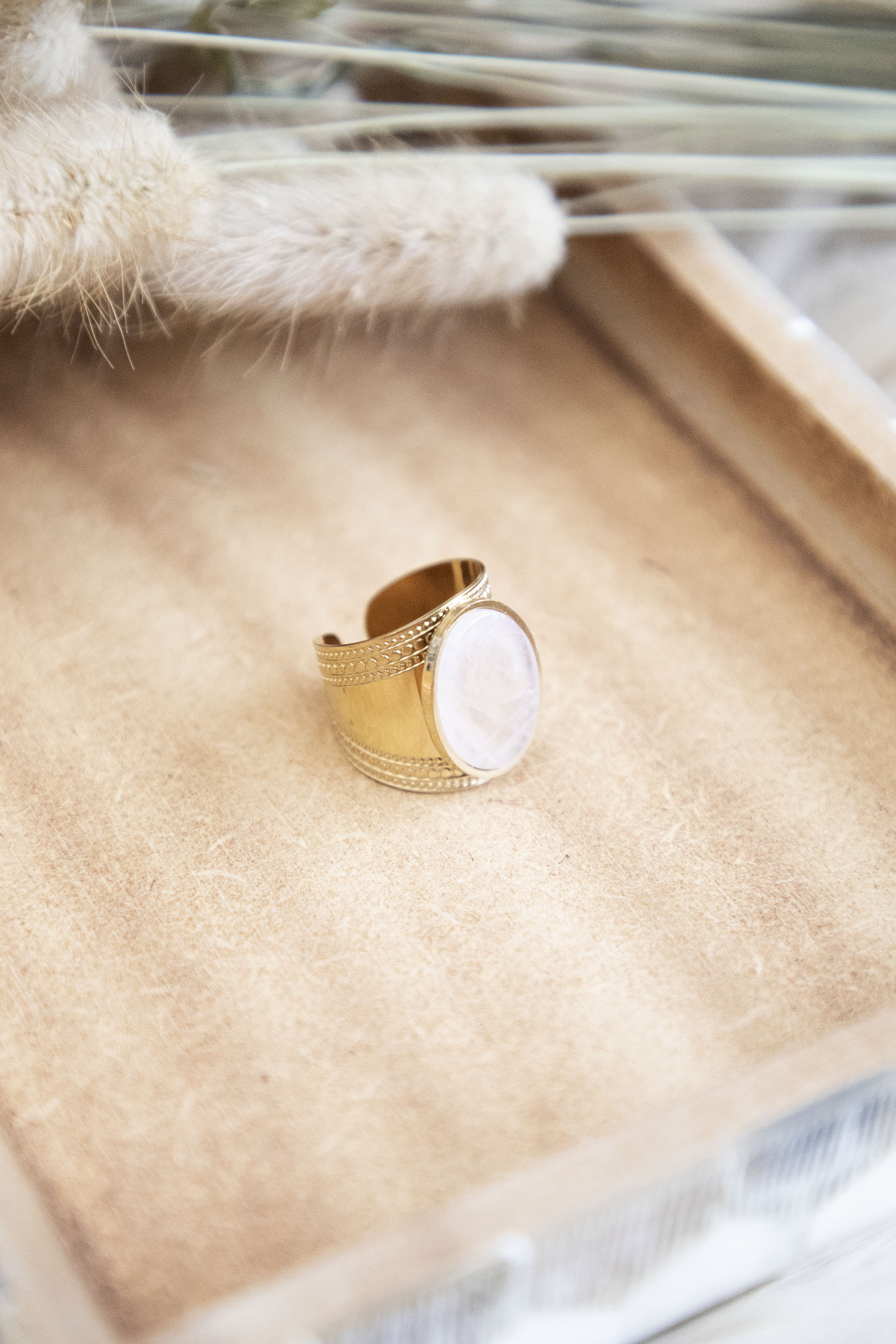 So Handsome Cream/Gold - Ring