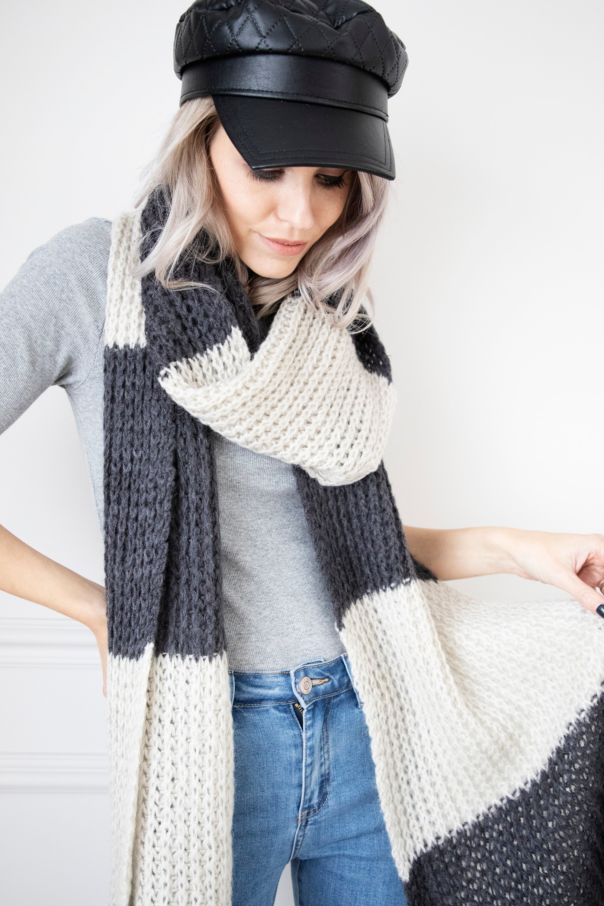 Knitted Odette Ecru/Dark Grey - Sjaal