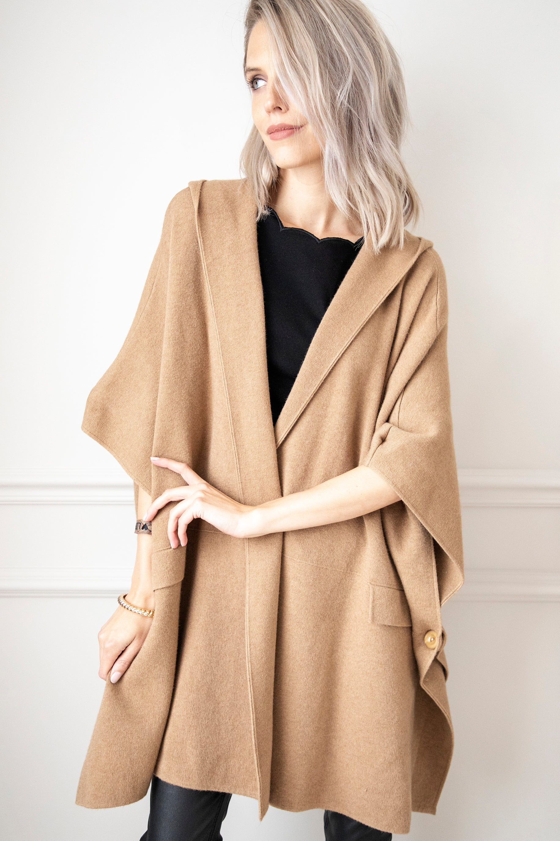 Classy Cover-Up Camel - Poncho/Gilet