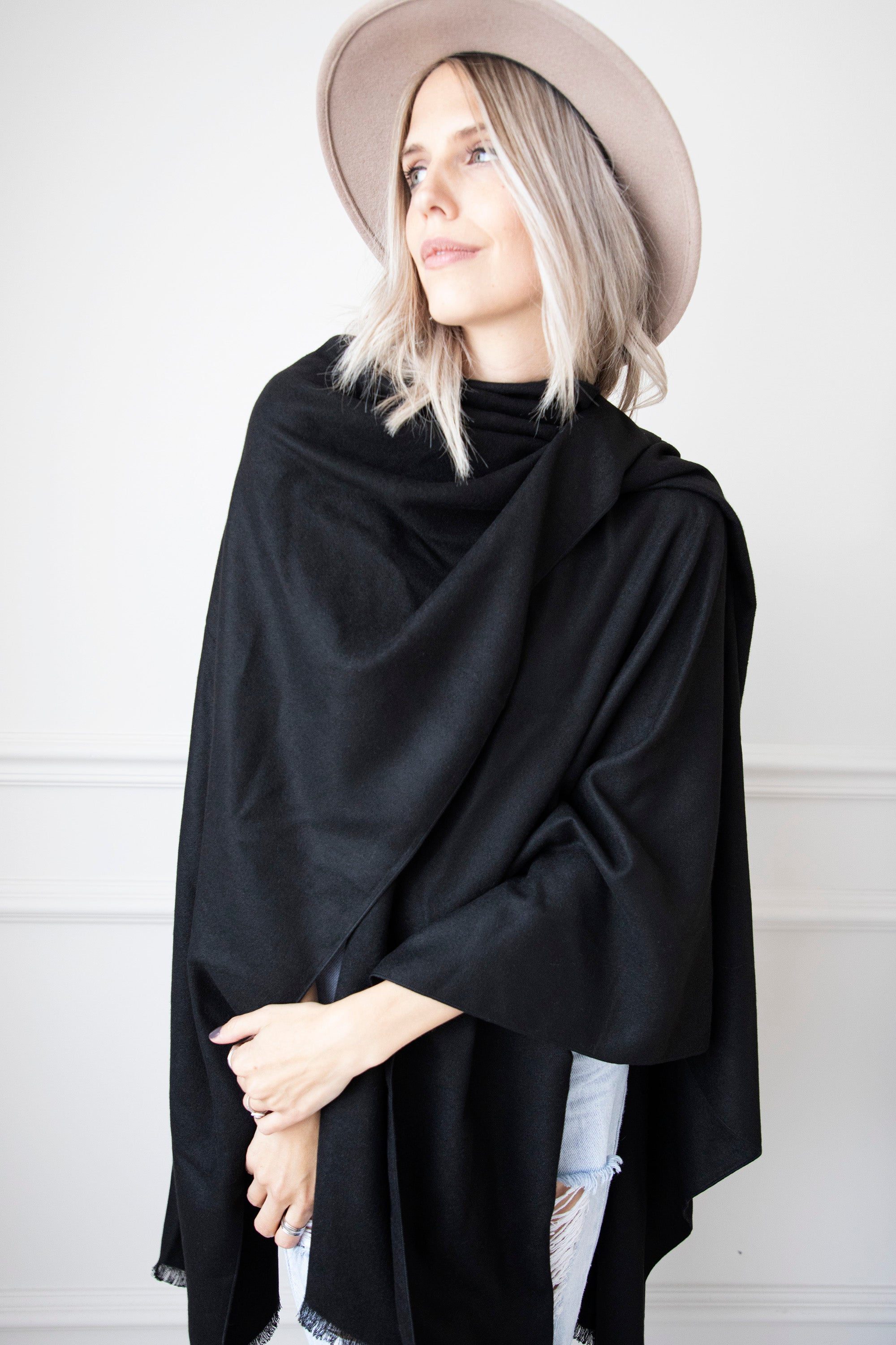 Simply Soft Black - Sjaal/Poncho